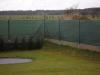 poplastovaný plot s betonovými podhrabovými deskami